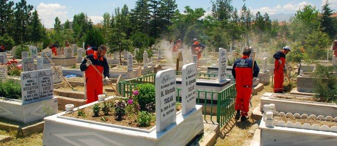 31 İlçedeki Bütün Mezarlıklar Artık Daha Bakımlı