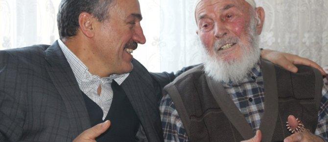 BAŞKAN TUTAL'DAN 95 YAŞINDAKİ HASAN DEDE'YE DUYGULANDIRAN ZİYARET