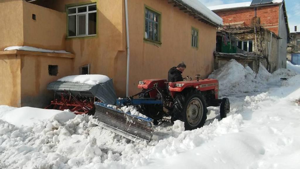 Tepecik mahalle muhtarından kar temizliği
