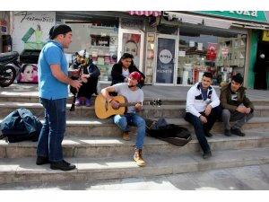 Öğrencilerin Sokak Konserleri