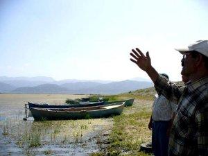 Seydişehir'de Balıkçı Tekneleri Kıyıya Çekildi