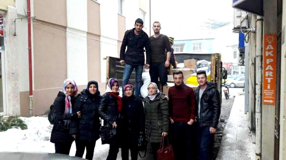 AK Parti'den Haleplilere yardım