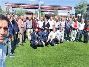 Türk eğitim-sen'den emekli öğretmenlere plaket