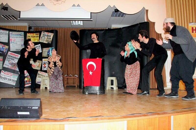 Seydişehir'de tiyatro oyunu sahnelendi