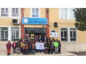 Atatürk ilkokuluna beyaz bayrak