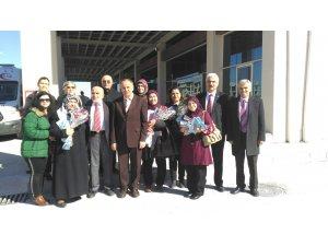 İYİ Parti kadınlar gününde çiçek dağıttı