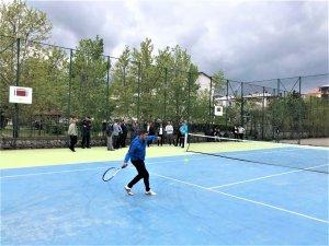 Anadolu lisesine tenis kortu yapıldı