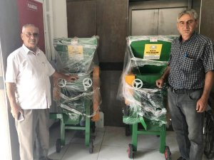 Büyükşehir'den üreticiye üzüm sıkma makinesi