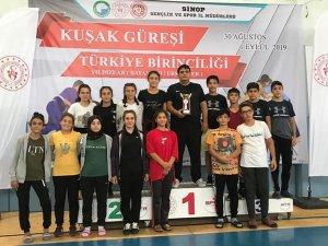 Seydişehir kuşak güreşi yıldızlar Türkiye şampiyonası 3.cü oldu
