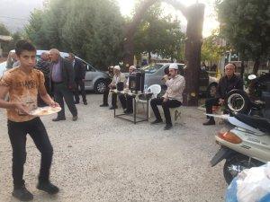 Taraşçı mahallesinde şehitler için yemek
