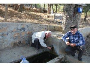 Taraşçı mahallesinde doğal kaynak suyu ilgi görüyor
