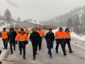 Vali Toprak, karla mücadele çalışmalarını inceledi