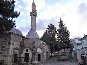 Asırlardır canlılığını koruyan tarihi cami