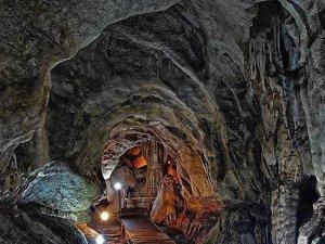 Tınaztepe mağarası görenleri etkiliyor