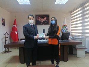 Kitap Kurdu Yarışması İl 1. si Ve Türkiye 21.si Azra Elmas YILDIZ' a Ödül Taktimi Yapıldı