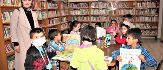 Seydişehir'de minikler kütüphane ve kitaplarla tanıştı