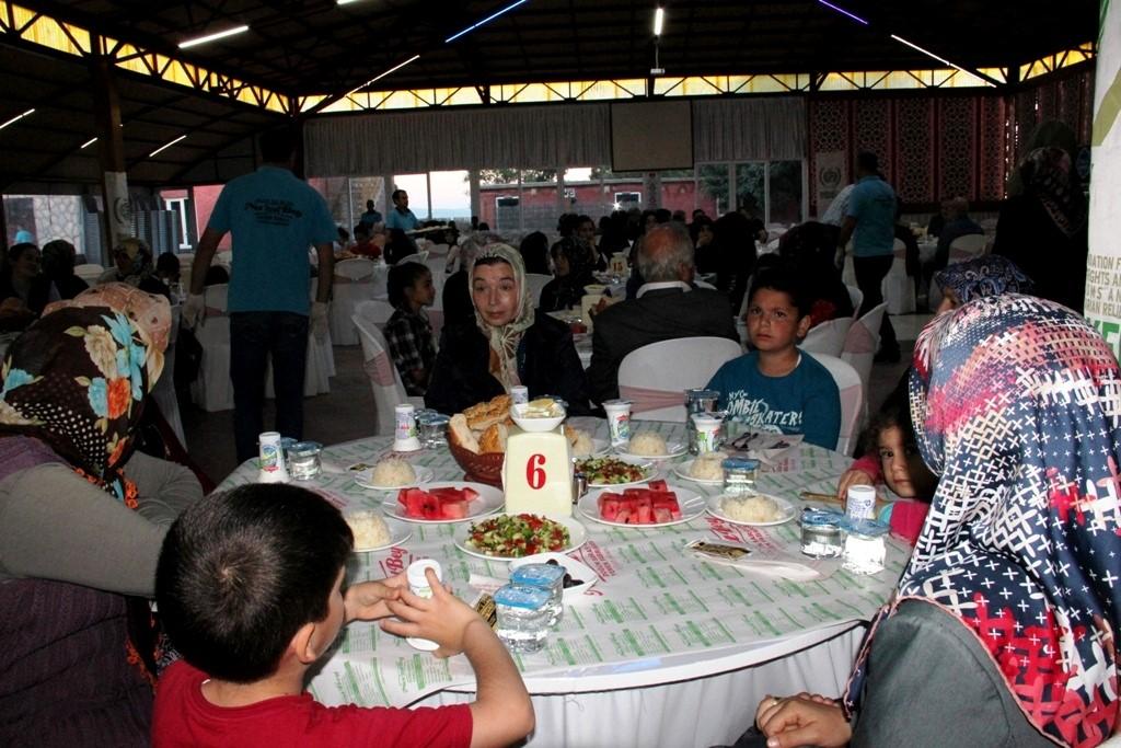 İHH Seydişehir'de yetimlere iftar verdi