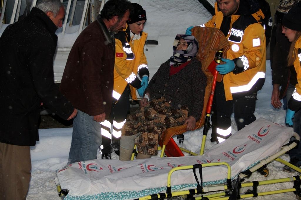 Donma tehlikesi geçiren yaşlı kadın kurtarıldı